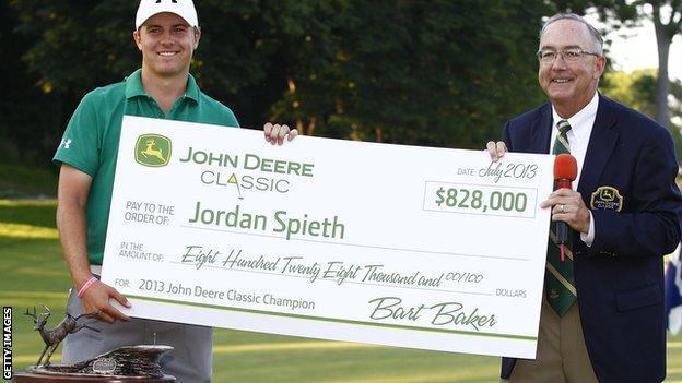 Jordan Spieth receives a winner's cheque