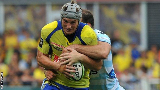 Clermont's Jonathan Davies is tackled by Wales centre partner Jamie Roberts of Racing Metro