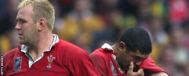 Scott Quinnell (left) and Colin Charvis (right) played for Wales at the 1999 World Cup