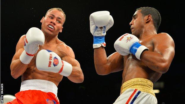 Troy Williamson (left) during his defeat against Arlen Lopez Cardona of Cuba