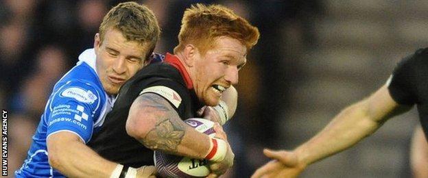 Jonathan Evans tackles Roddy Grant at Murrayfield