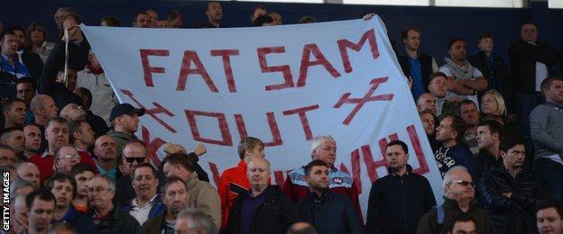 West Ham fans protest against Sam Allardyce