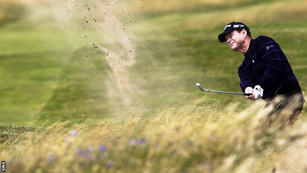 1977 Open winner Tom Watson chips out of the bunker during the 2009 championship