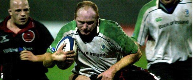 Dan McFarland carries ball for Connacht