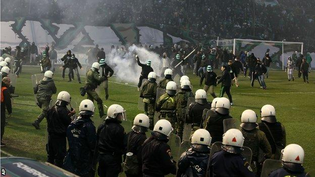 Violence marred a recent league match between Panathinaikos and Olympiakos
