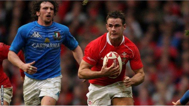 Lee Byrne in action for Wales in 2008