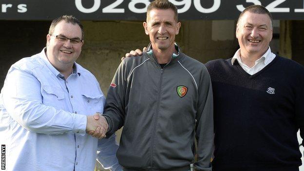 Club treasurer Tommy Whiteside with Stephen Baxter and board member Mark Langhammer