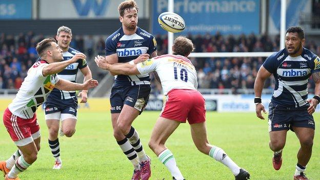 Danny Cipriani halted by Quins half-backs Danny Care and Nick Evans