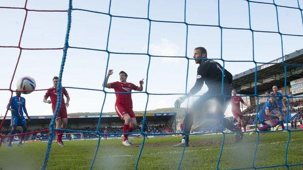 Niall McGinn's free-kick deflected off David Raven for Aberdeen's equaliser