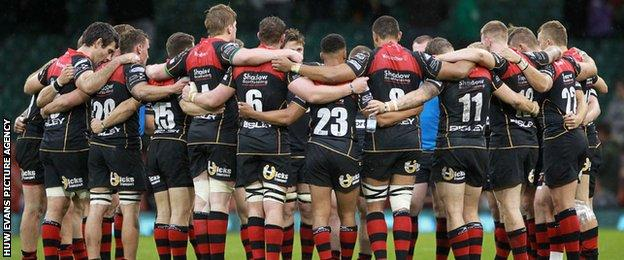 Dragons in a huddle after losing to Scarlets