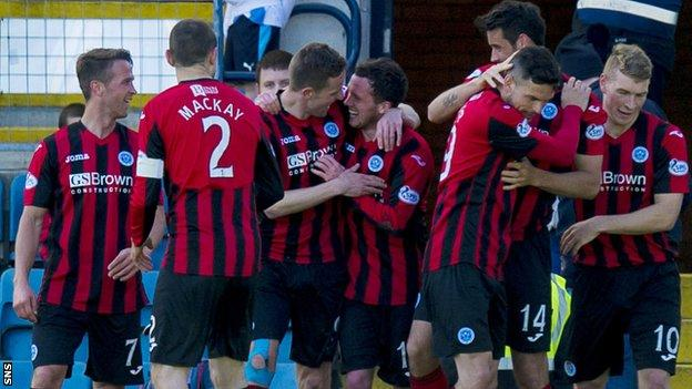 St Johnstone's Danny Swanson (centre) celebrates with team-mates after opening the scoring at Dens Park