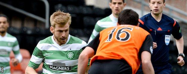 Stuart Armstrong (left) in action for Celtic at Tannadice