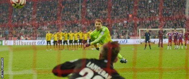 Manuel Neuer misses a penalty