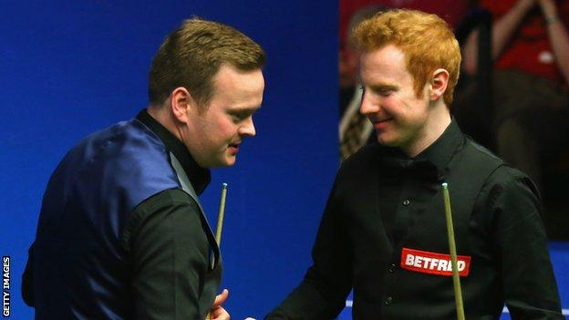 Anthony McGill (right) congratulates Shaun Murphy after the 13-8 defeat