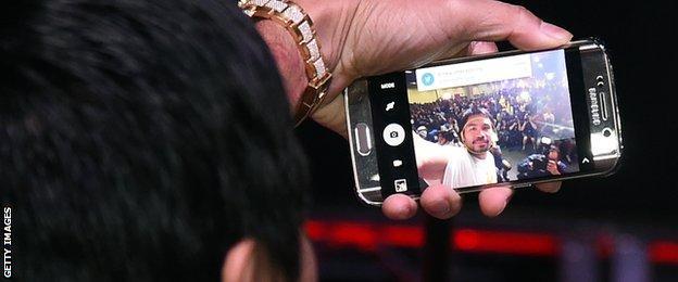 Manny Pacquiao selfie