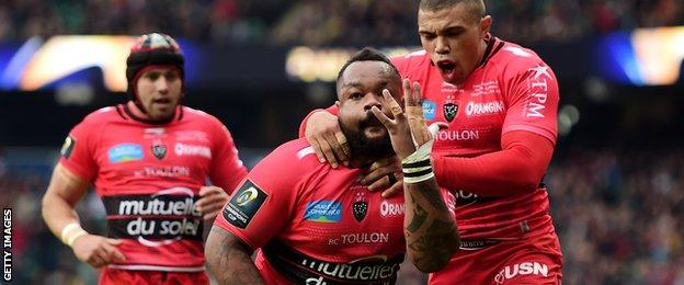 Mathieu Bastareaud is congratulated by Bryan Habana