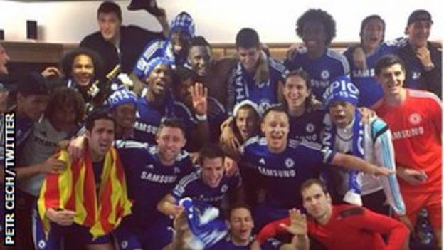 Chelsea celebrate the Premier League title