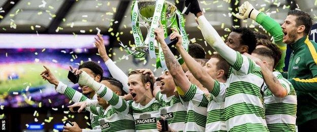 Stefan Johansen celebrates with the Celtic team after beating Dundee United to win the League Cup