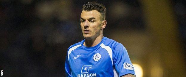 Queens striker Derek Lyle