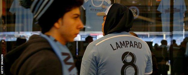 Fans wear Frank Lampard shjirts