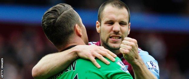 Shay Given and Ron Vlaar