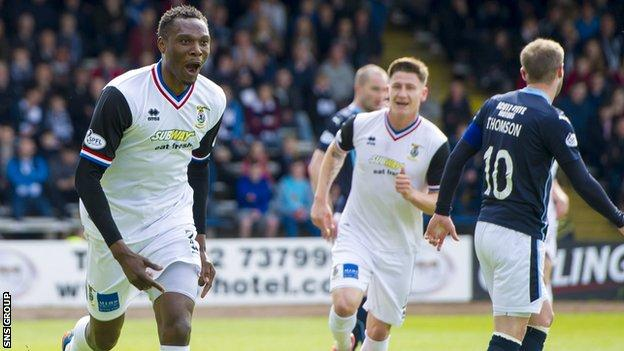 David Ofere celebrates his winning goal at Dens Park