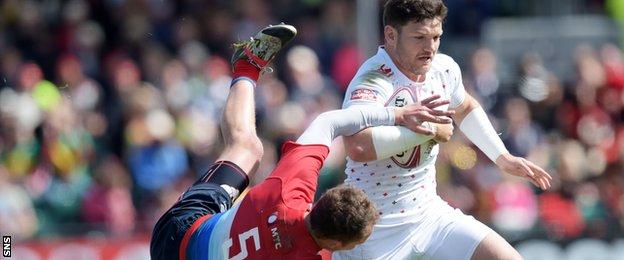 England star Jeff Williams fends off Russia's Ramil Gaysin