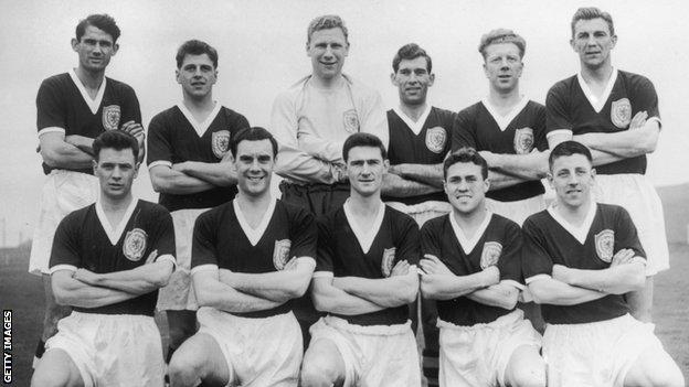 John Hewie (back row, left) with the Scotland 1958 World Cup squad