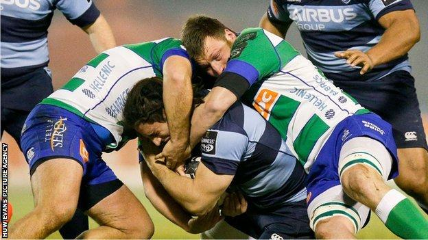 Treviso v Blues action