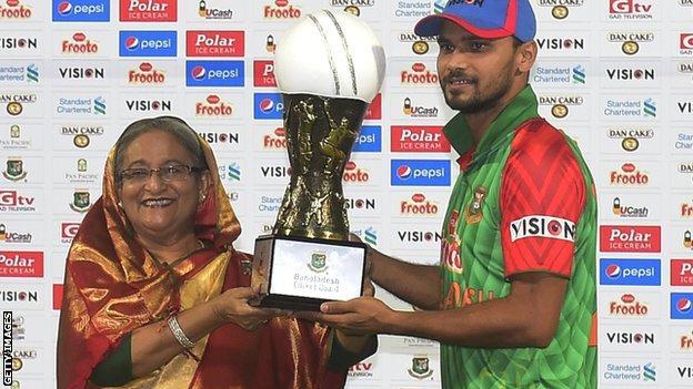 Bangladesh captain Mashrafe Mortaza receives the ODI trophy from Bangladesh Prime Minister Sheikh Hasina