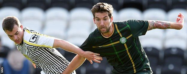 Charlie Mulgrew (right) in action against St Mirren's reserves