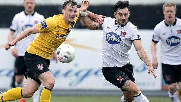 Derry's Seanan Clucas battles with Dundalk's Richie Towell at Oriel Park