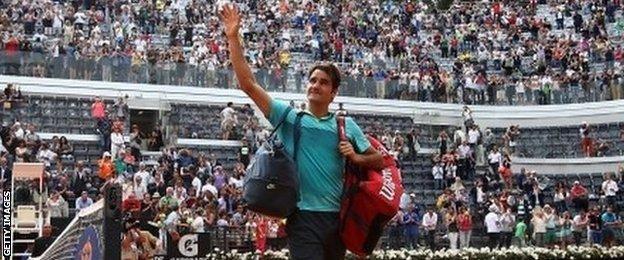 Roger Federer waves to fans in Rome