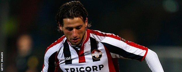 Mitchell Dijks in action for Willem II