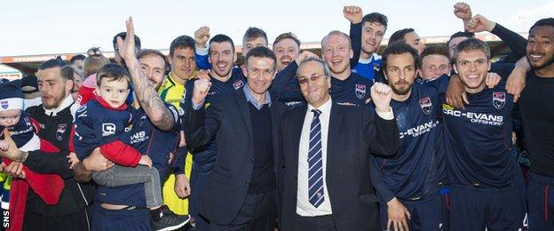 Ross County players celebrate with manager Jim McIntyre and chairman Roy MacGregor