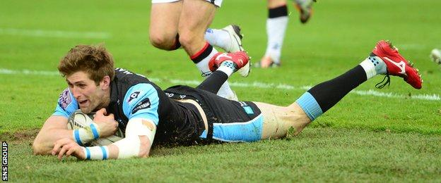 Richie Vernon plunges over for the all-important fourth try at Scotstoun
