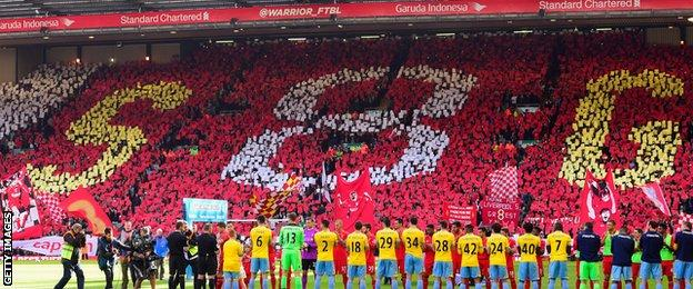Liverpool fans pay tribute to Steven Gerrard