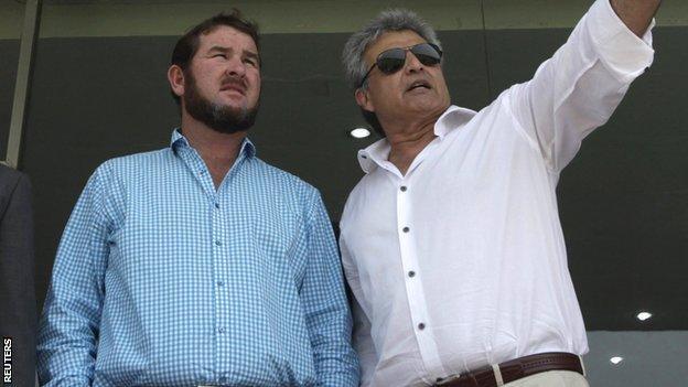 PCB director of cricket Zakir Khan (r), briefs Zimbabwe Cricket managing director Alistair Campbell at the Gaddafi Stadium in Lahore