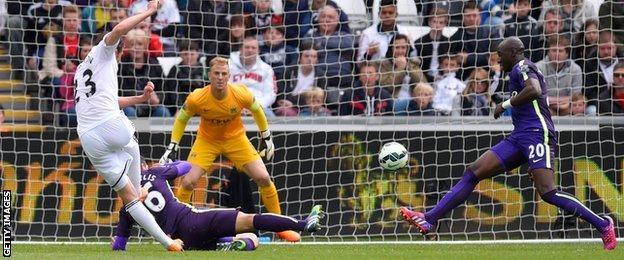 Gylfi Sigurdsson scores for Swansea against Manchester City