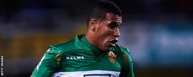 Jonathas in action for Elche