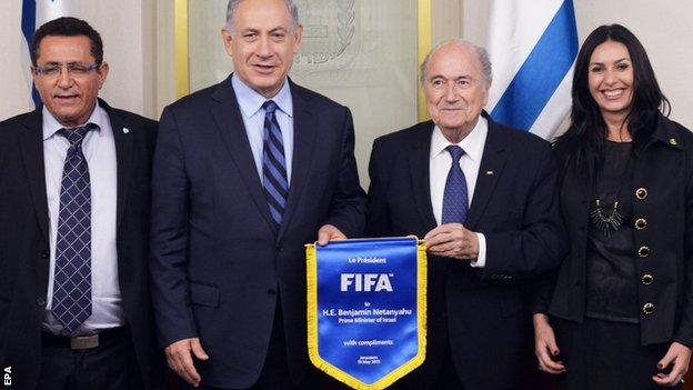 Israel prime minister Benjamin Netanyahu (second from left) and Sepp Blatter (second from right)