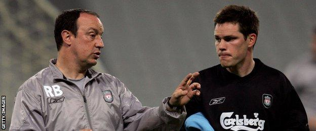 Steve Finnan chats with then Liverpool boss Rafael Benitez before the 2005 Champions League final