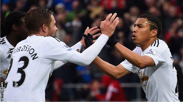 Gylfi Sigurdsson and Jefferson Montero celebrate a Swansea goal