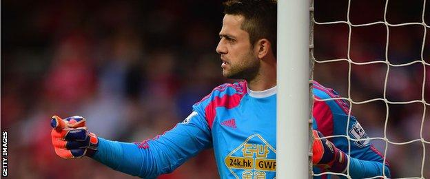 Lukasz Fabianski issues instructions to his defenders