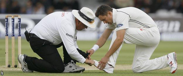 Umpire Marais Erasmus and Trent Boult