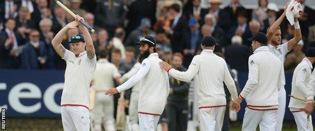 England players celebrate after beating New Zealand