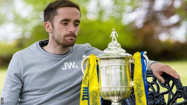 Inverness Caledonian Thistle midfielder Nick Ross with the Scottish Cup