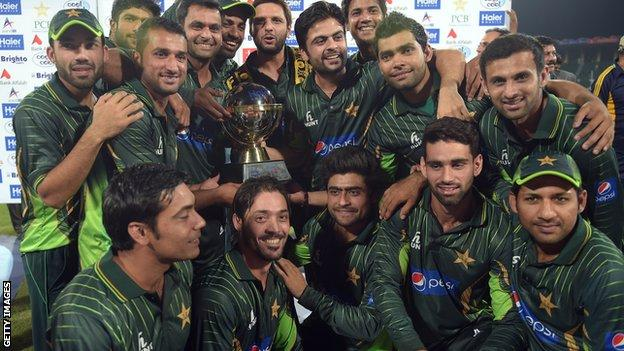 Pakistan with the Twenty20 series trophy
