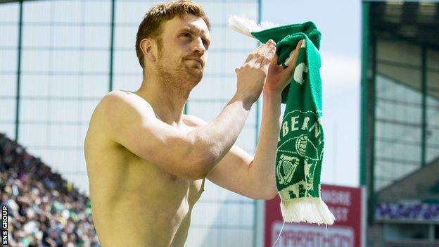 Liam Craig applauds fans following Saturday's 1-0 win over Rangers