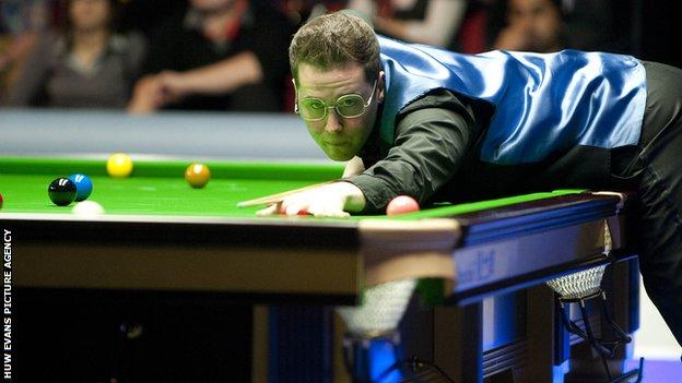 Gareth Allen beat one of his best friends and fellow Flintshire player Alex Taubman 4-2 at a Q-School event to win a place on the World Snooker circuit.